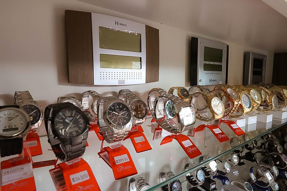 Assistência técnica para relógios mecânicos, baterias e peças originais.